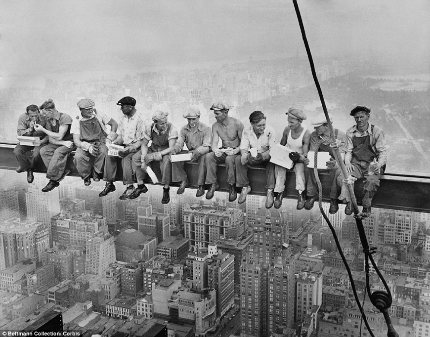 Une belle photo de couvreurs - lunch atop a skyscrapper