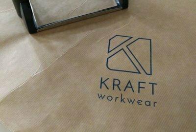 Une photo du logo de Kraft Workwear, le spécialiste en vêtement de travail de qualité