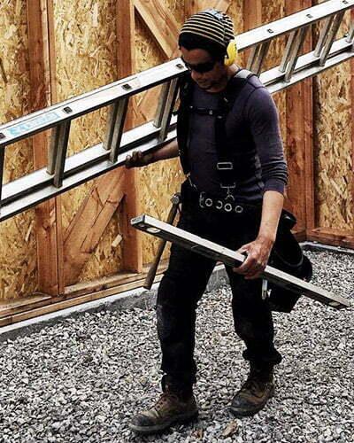 ismael sur son chantier avec le pantalon de travail p11 dunderdon