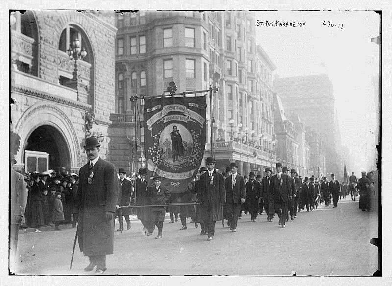 photo d epoque des premières parades de la saint patrick aux etats unis