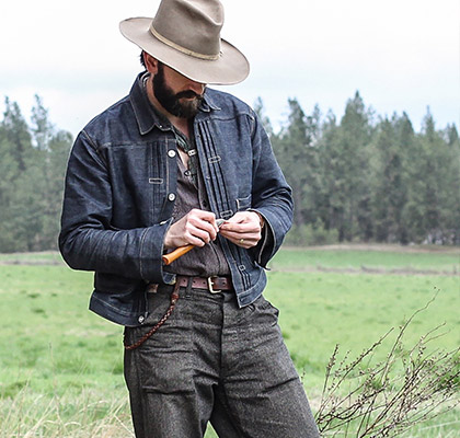 homme portant le style workwear cowboy