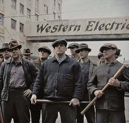 des ouvriers americains en vetement de travail au style workwear