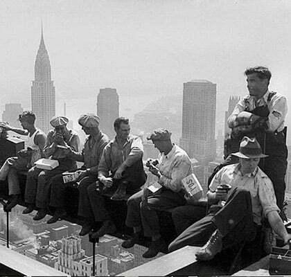 des ouvriers du batiment americains en vetement de travail au style workwear
